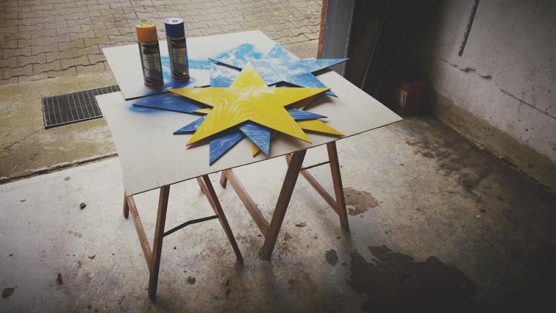 Sterne Besprühen mit Lack